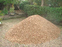 真砂土、サンシャ砂利、美祢の白い石灰岩砂利の運搬します。